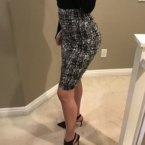 Vince camuto skirt (XS-S)